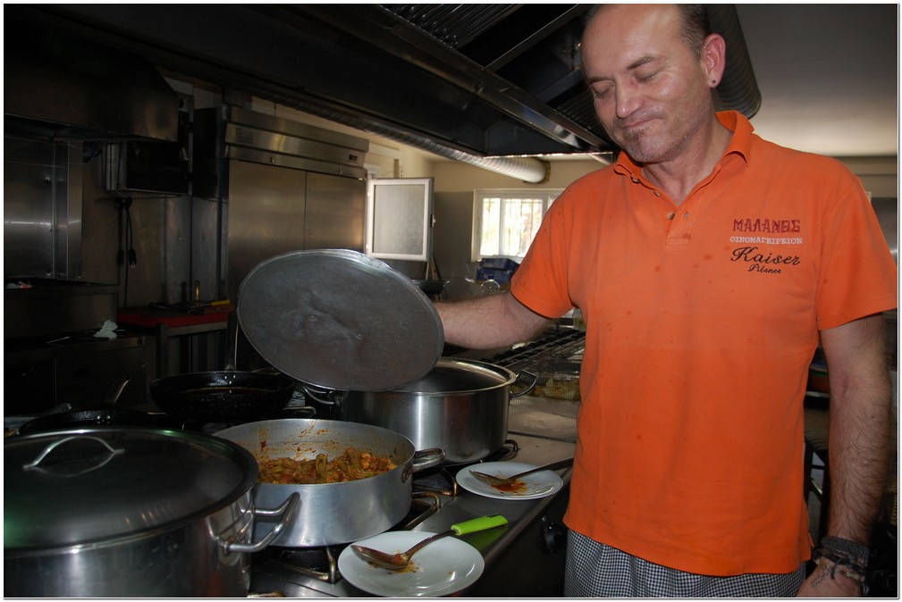 The chef Nikos showing his daily dishes at Taverna Malanos