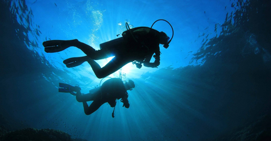 diving in zakynthos scuba diver