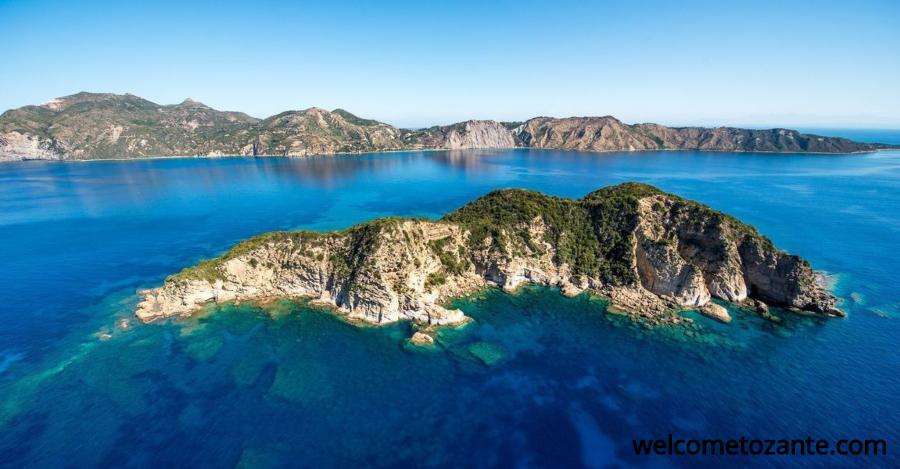 Isola di Pelouzo nella costa meridionale di Zante