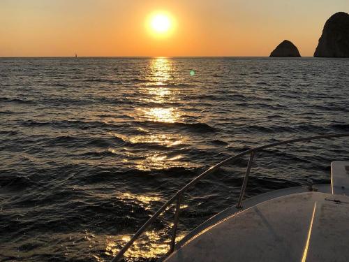 rent boat barca Mizithres