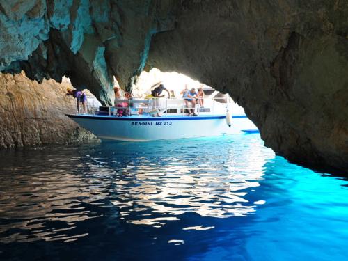L'interno delle Grotte Blu di Zante