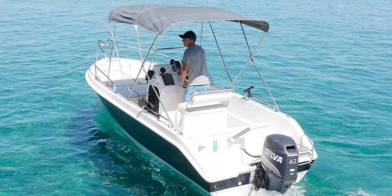 Wynajem łodzi ze sternikiem